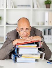 Bürokratie -Aktenberge durch Mitarbeitergespräche